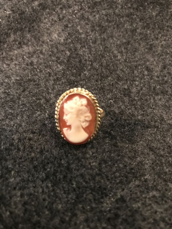 Shell Carved CAMEO Ring in 14K Yellow Gold Ring Size 6 3/4 Italy