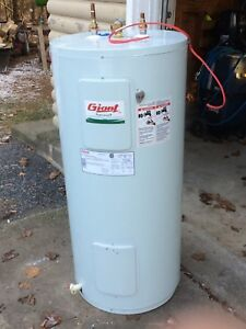 45 gallon electric hot water tank - Giant