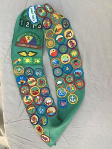Vintage GIRL SCOUTS USA Merit Badges SASH with 64 PATCHES Spanish Trails 1215 jr