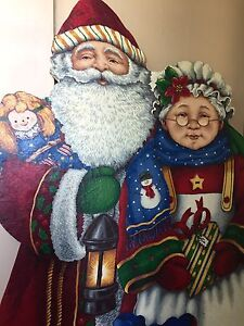 Santa and Mrs Claus Wooden Lawn Ornament