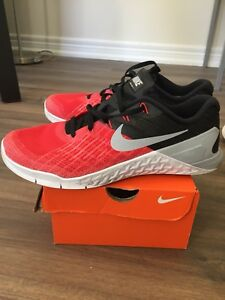 Nike Metcon 3 training shoes - size 9