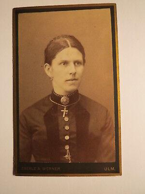 Ulm - Frau mit Kreuz-Kette - Portrait / CDV