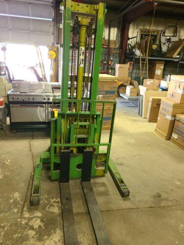 USED CLARK SP30 Fork Lift WALK BEHIND ELECTRIC LIFT TRUCK / PALLET JACK