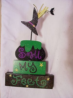 WOOD SMELL MY FEET TRICK OR TREAT DESK SIGN HALLOWEEN DECORATION AUTUMN FALL ](Smell My Feet Halloween)