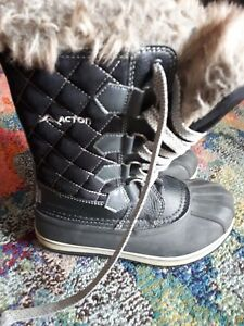 Acton snow boot girls size 2