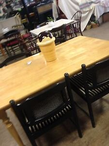 Solid Wood Table /4 Chairs