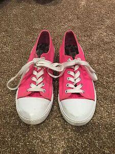 Ladies size 7 1/2 sneakers