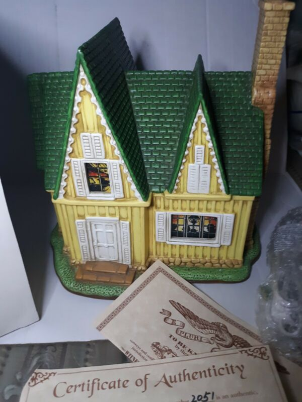 Lefton THE BRADLEY HOUSE 1999 Colonial Christmas Village. #2051/4500 Limited