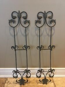 2 Decorative plate/picture frame display racks