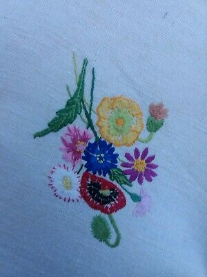Gorgeous Vintage Hand Embroidered Linen Tablecloth BEAUTIFUL FLORAL'S 85cms sq