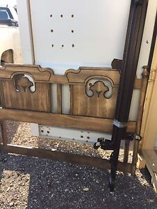 Solid wood vintage queen size bed  London Ontario image 3