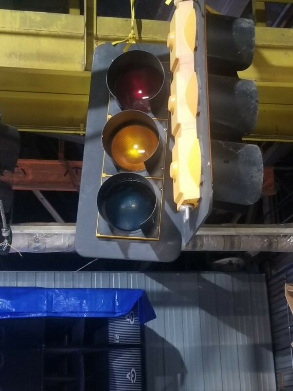 Vintage Traffic Stop Light 3-Way  Red  Green Yellow used. Good working condition