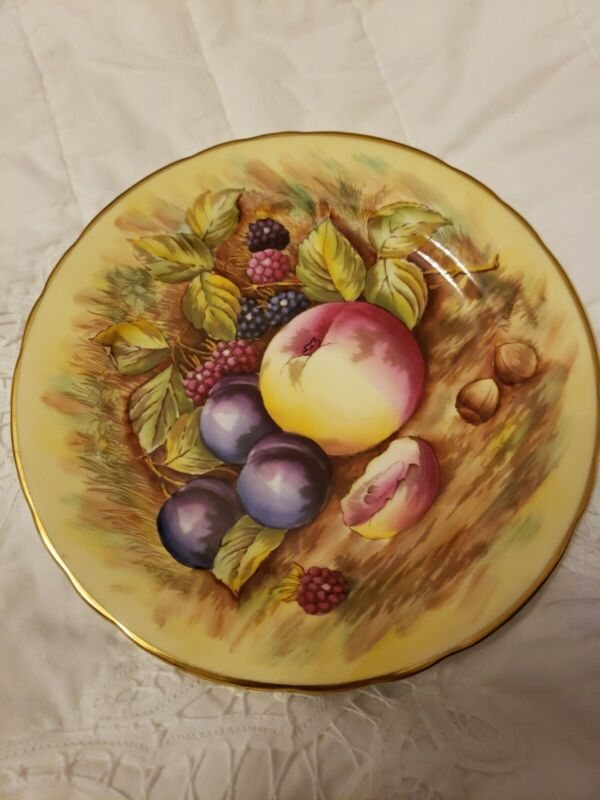 """Aynsley  YELLOW Orchard Fruit 8 1/4"""" Plate --"""