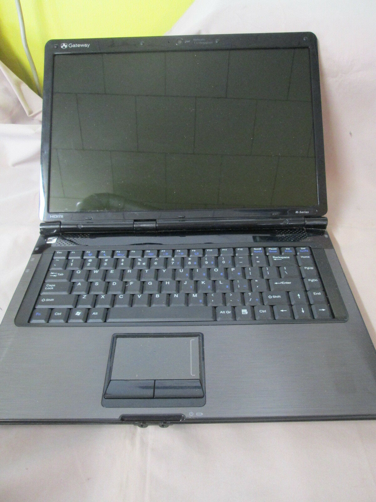 Gateway SA6 M-7301U RED Laptop Smokes When Plugged In. FOR PARTS