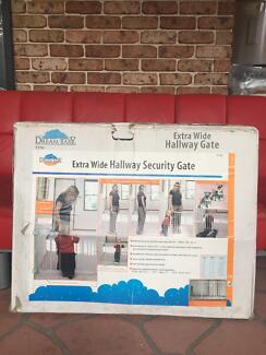 Dream baby extra wide hallway security gate