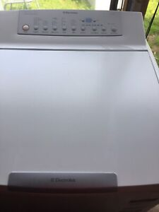 Electrolux/Simpson 8kg washing machine Charmhaven Wyong Area Preview