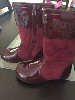 Clarks Cayla burgundy boots patent & faux suede - Size 25 E+