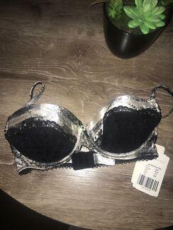 Bnwt undercoverwear Bra size 12c