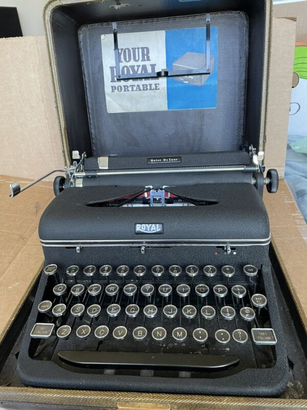 Royal Quiet DeLuxe 1941 Typewriter Very Clean All Original With Case & Manual