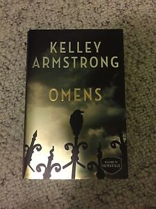 AUTOGRAPHED BOOK !!! OMENS -Kelly armstrong