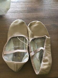 Size 5 ballet shoes