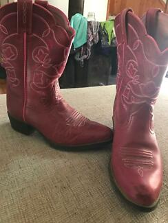 Girls western boots Ariat in perfect condition Huntly Bendigo Surrounds Preview