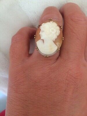 Large Vintage 9ct Gold cameo ring, Beautiful!