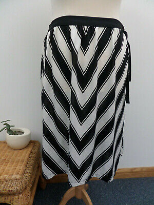 VINTAGE 70'S/80'S ST MICHAEL BLACK AND WHITE STRIPED WRAP OVER SKIRT SIZE 14