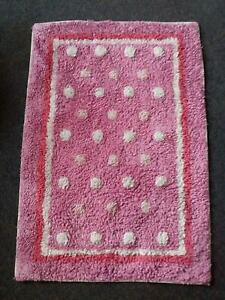 Pink rug, as new condition