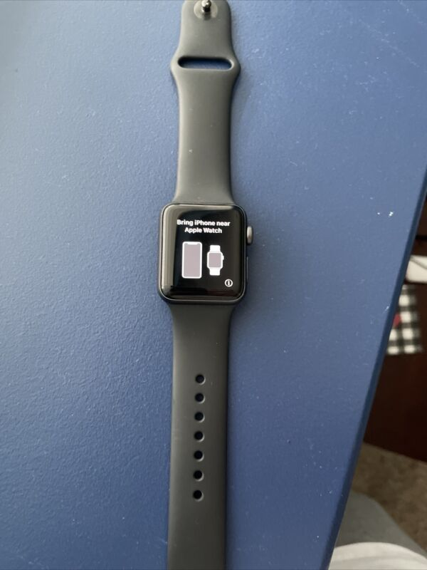 apple watch series 3. Black Band. No Charger.