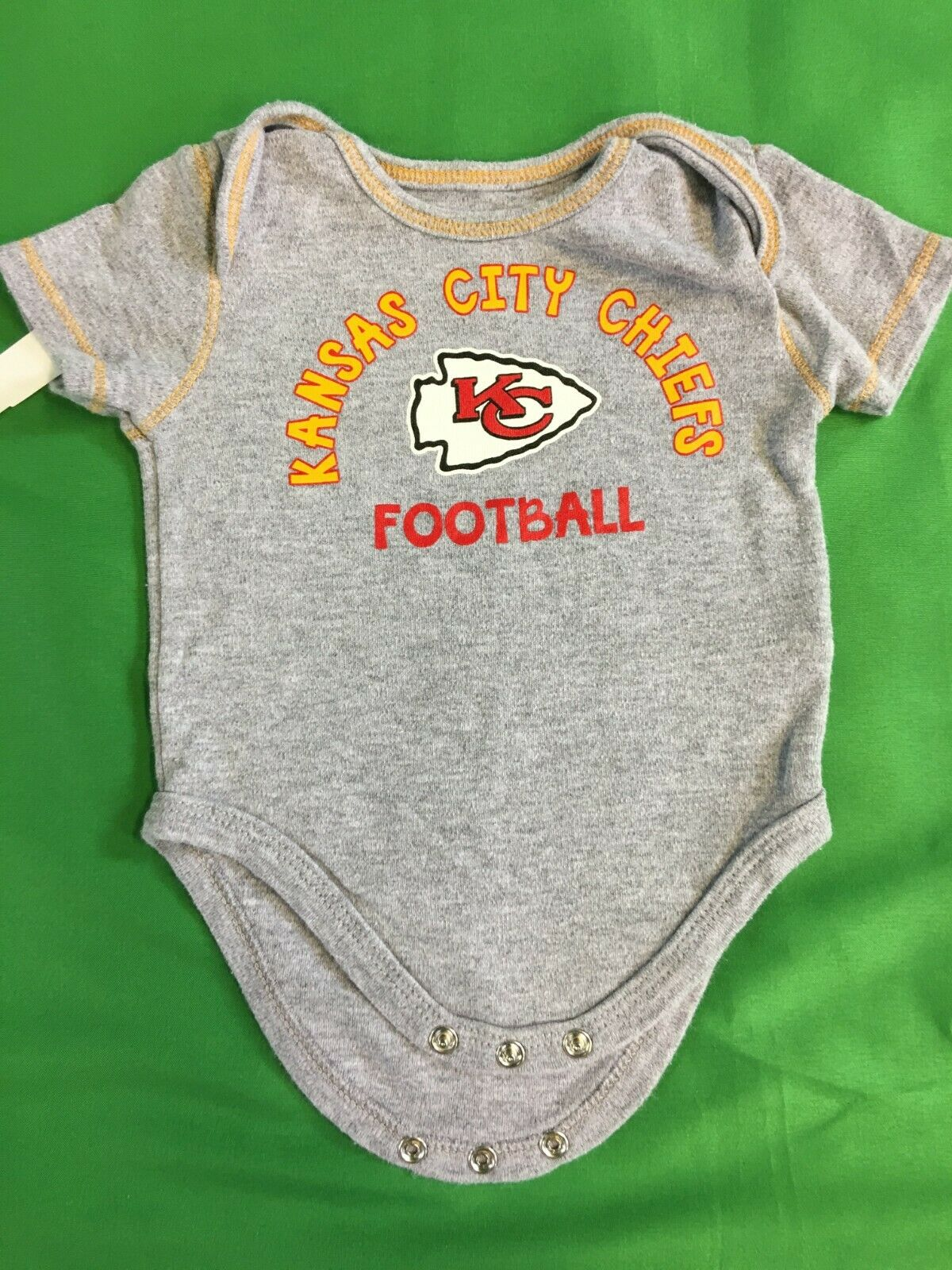 B424/75 NFL Kansas City Chiefs Heathered Grey Baby-Grow Newborn 0-3 months