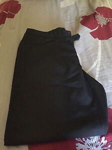 Pantalon noir propre pour homme