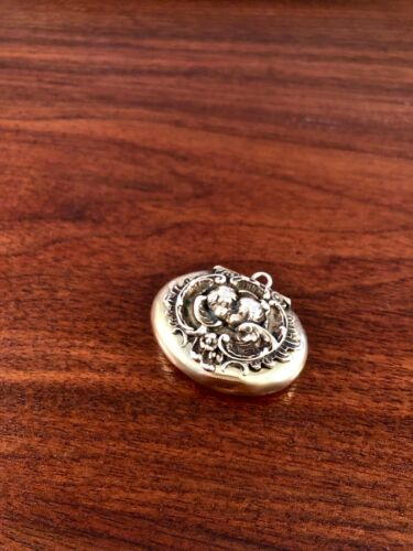 KERR GILT STERLING SILVER CHATELAINE PILL BOX: ART NOUVEAU KISSING CHERUBS