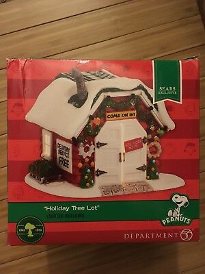 NEW Peanuts Christmas Village Department 56 Holiday Tree Lot Lighted Building