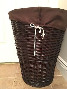 Wicker laundry basket with removable drawstring bag