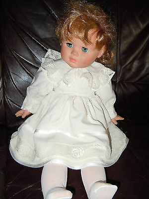 Original .FIBA Puppe mit wertvollem romantischen Leinenkleid u.Spitze 50 cm groß