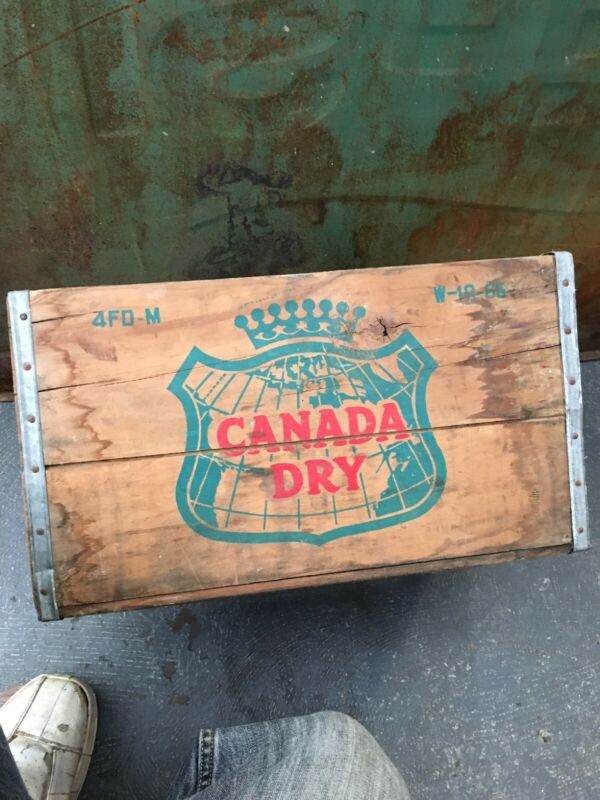 Vintage CANADA DRY GINGER ALE Metal Edged Wooden Crate