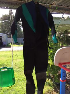 Ladies diving wetsuit  Dianella Stirling Area Preview