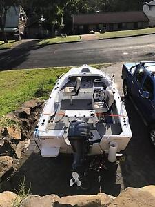 Stacer 429 Outlaw with 40hp yamaha 4 stroke, side console. Ulladulla Shoalhaven Area Preview