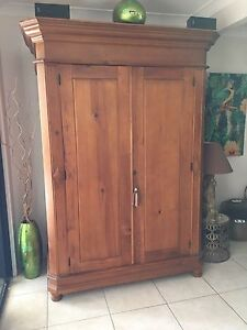 Stunning TV cabinet/armoire/wardrobe/shelves/bookcase Sheldon Brisbane South East Preview