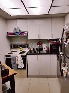 Spacious 2 bdrm Dundas & University $2200 per month