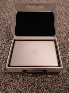 "LNIB Mid-2012 Macbook Pro 13"" / Core i5 / 4GB RAM / 500 GB HDD"