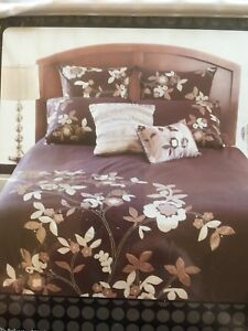 CASA by  Coventry - Floral Duvet Cover / Brand New / Queen