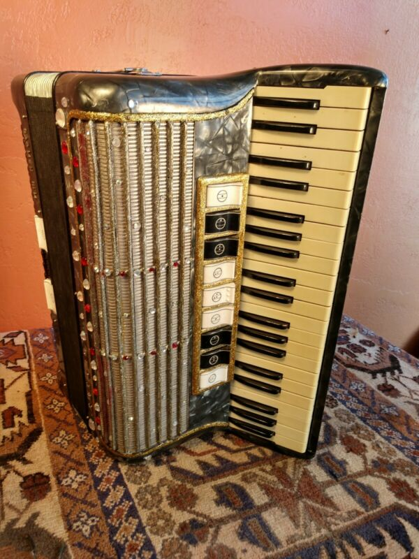 Vintage Hohner Carmen lII M Accordion, 1930 era  Super Condition, Green Pearl