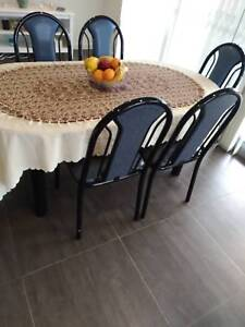 FANTASTIC DINNING SET OF TABLE & CHAIRS