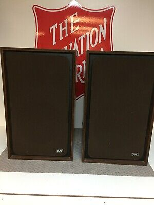 Avid 102a large bookshelf speakers in excellent condition