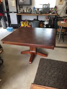 Solid wood pedestal table