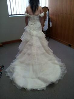 PRICE REDUCED AGAIN. URGENT SALE!!!! ALFRED ANGELO WEDDING DRESS