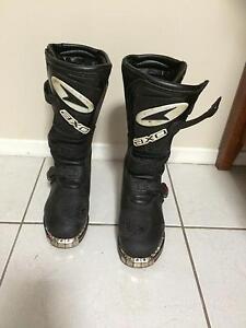 AXO Boys Dirt bike boots US size 2 like new Warrnambool Warrnambool City Preview
