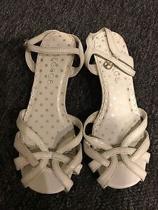 Kids white sandals in great used condition (13)